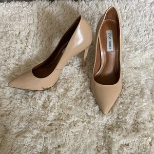 Steve Madden• PROTO nude pointed toe pumps size 9